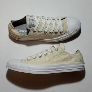 CONVERSE ALL STAR LOWTOPS WOMANS SIZE 8 EUC